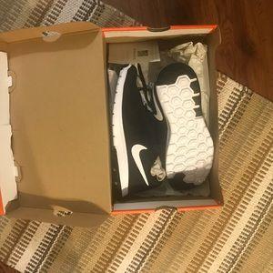 Brand New in Box Nike Flex Experience 8.5 W